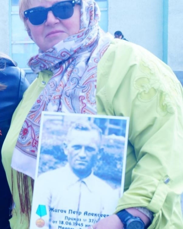 Дмитриева Алла Владимировна с портретом дедушки